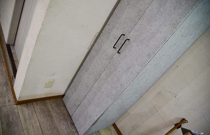 美容室のスタイリッシュなコンクリート調ロッカー