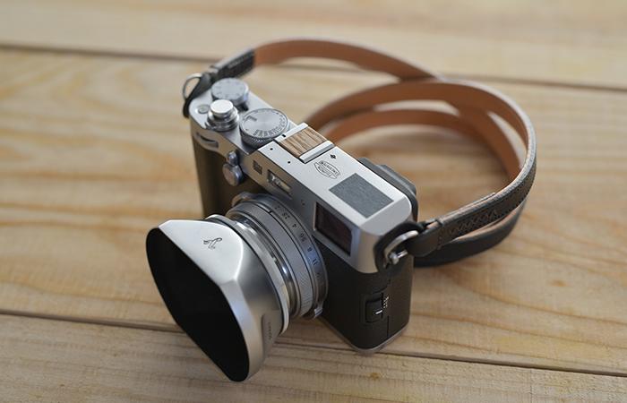 おしゃれカメラに似合う、木製のホットシューカバー